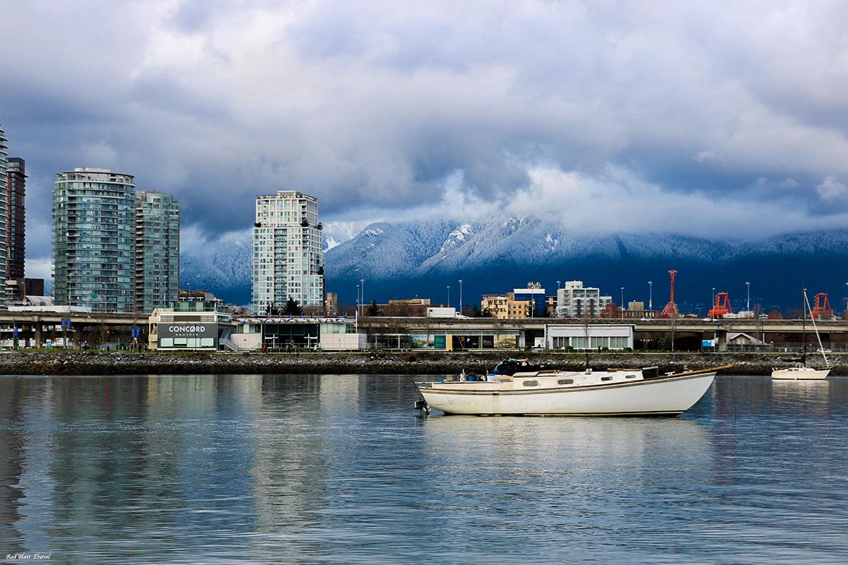 Олимпик Вилладж, Ванкувер, вид на горы