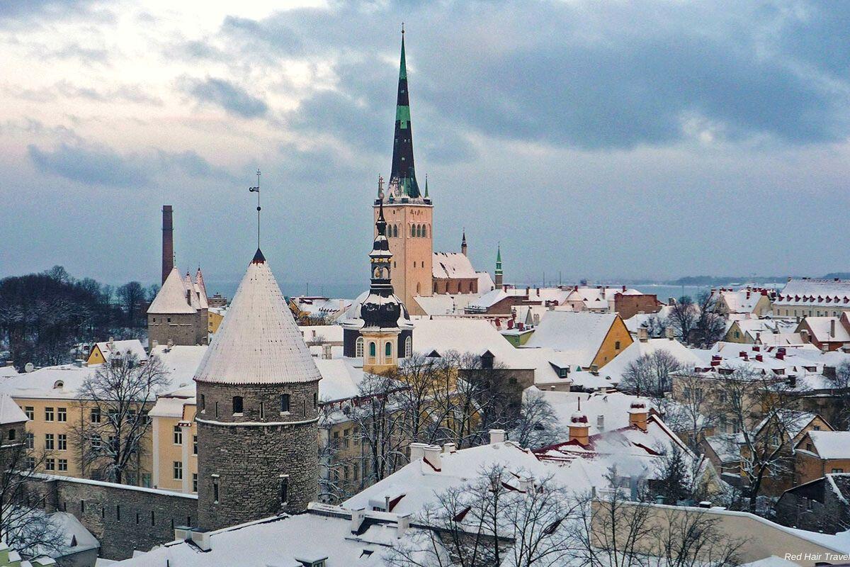 Вид на Таллин со смотровой Вышгорода